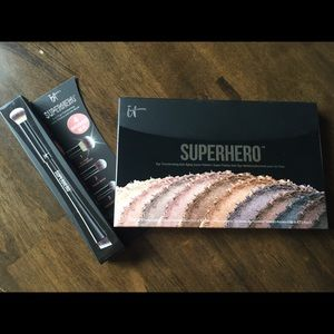 IT Cosmetics Superhero palette with brush set